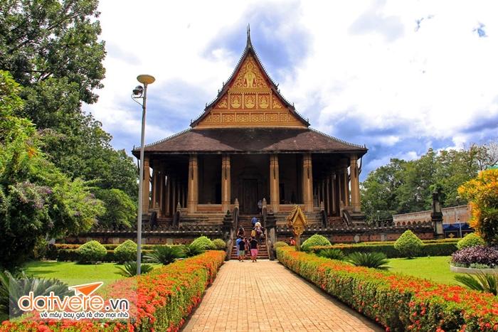 Du lịch Lào thăm chùa Wat Phra Keo