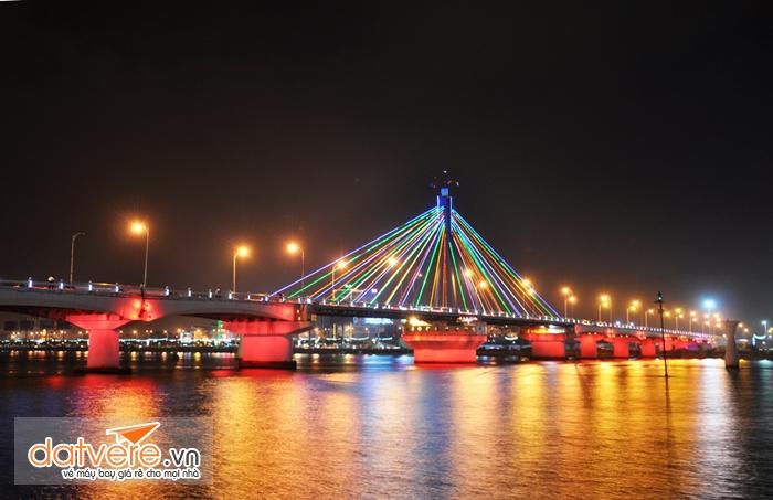 Du lịch Đà Nẵng để chiêm ngưỡng vẻ đẹp của cầu quay sông Hàn