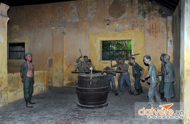 Du lịch Côn Đảo ghé thăm di tích lịch sử nhà tù Côn Đảo