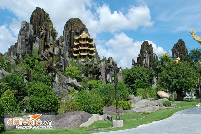 Du lịch Đà Nẵng bạn sẽ được chiêm ngưỡng núi ngũ hành sơn
