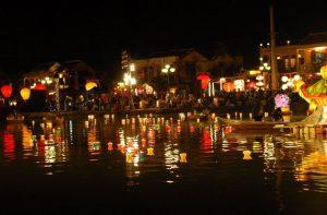 Lễ hội đêm rằm phố cổ Hội An