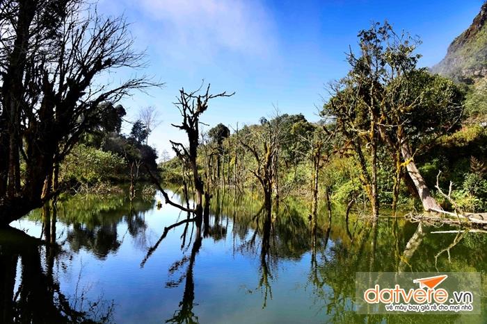 Hồ nước trên núi Chiêu Lầu Thi