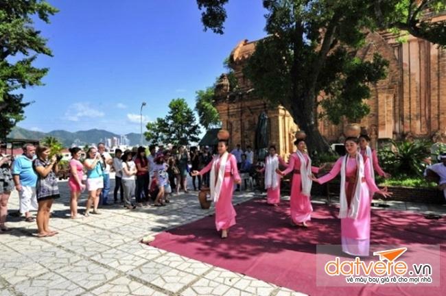 Du lịch Nha Trang nên tham gia Lễ hội tháp Bà
