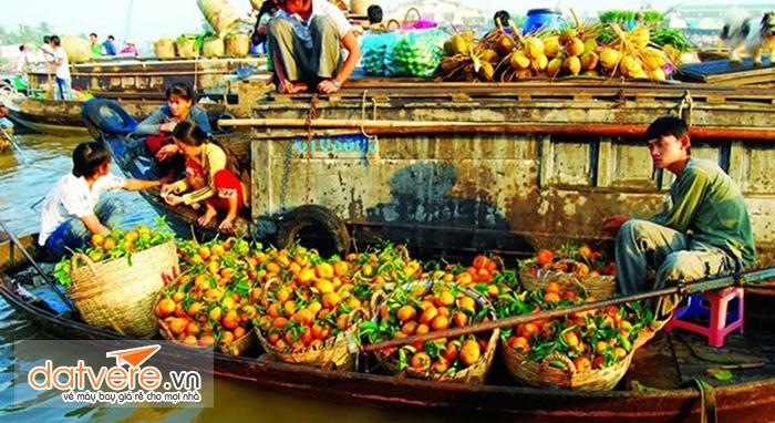 Chợ nổi là một điểm đặc sắc và hút khách nhất của Cần thơ