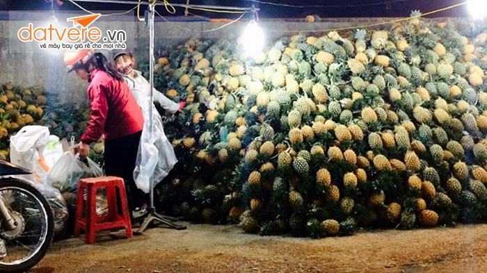 Hoa quả là mặt hàng có nhiều nhất ở chợ