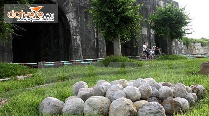 Những viên đá được cho là giả thuyết giúp xây thành.