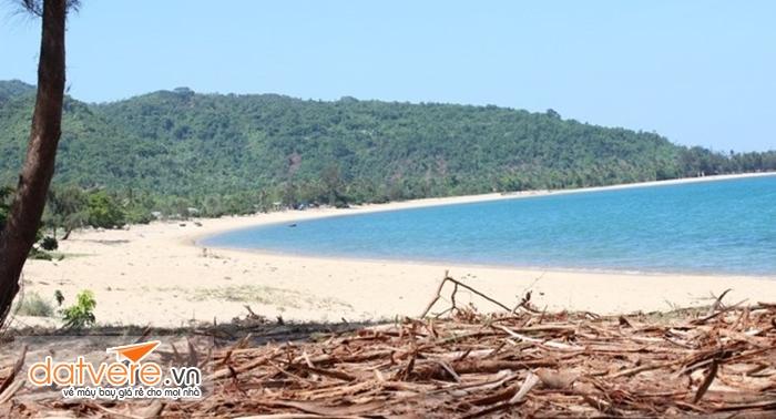 Khung cảnh hoang sơ vắng lặng của Làng Vân
