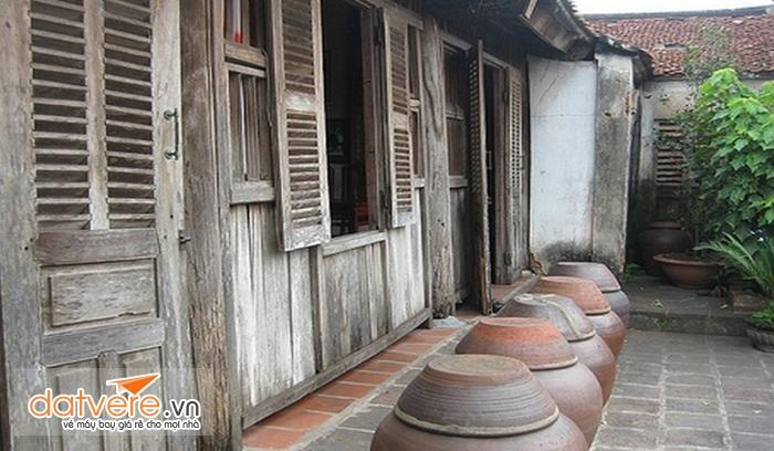 Làng cổ Nam phong với những ngôi nhà gỗ cũ kỹ, in đậm dấu ấn thời gian