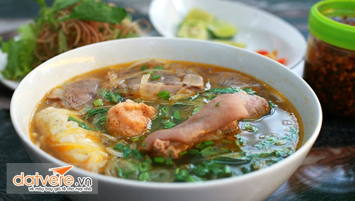 Bún bò chợ Nguyễn Tri Phương