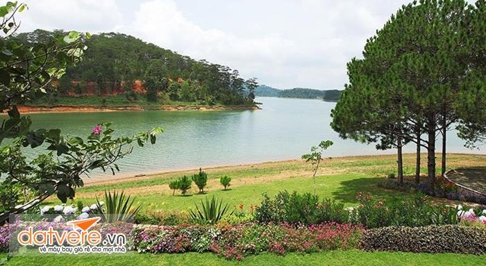 Phong cảnh tuyệt đẹp bên hồ Tuyền Lâm