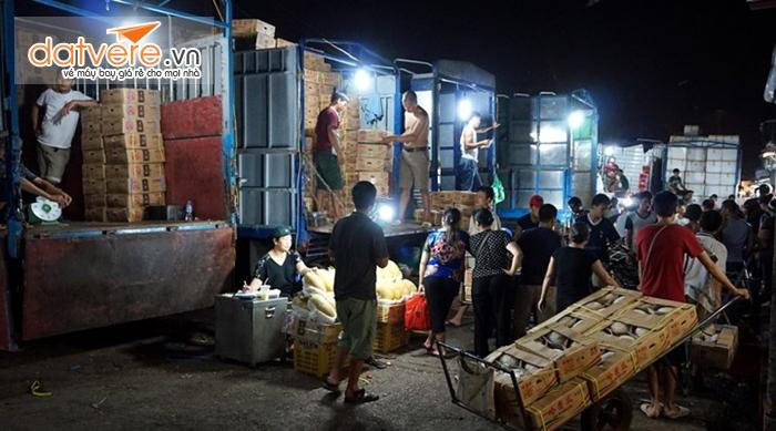 Những hình ảnh thường ngày ở khu chợ khi đêm xuống