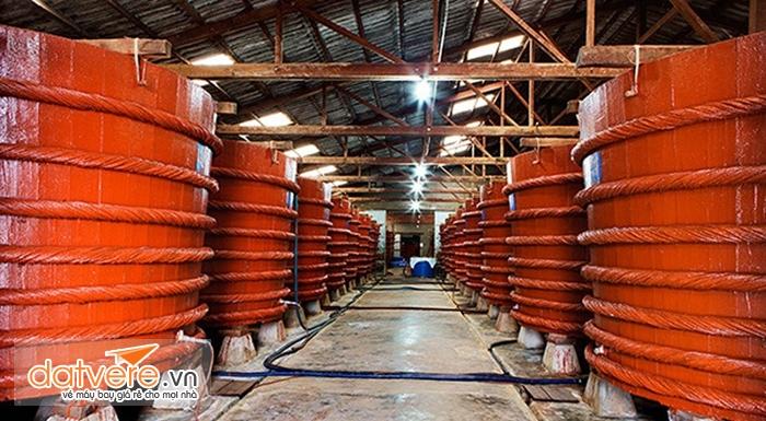 Bên trong một cơ sở sản xuất nước mắm nổi tiếng ở Phú quốc