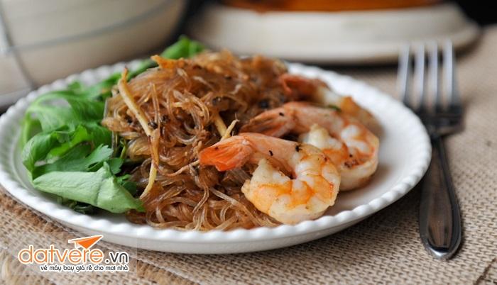 Du lịch Bangkok thưởng thức món Goong ob woon sen