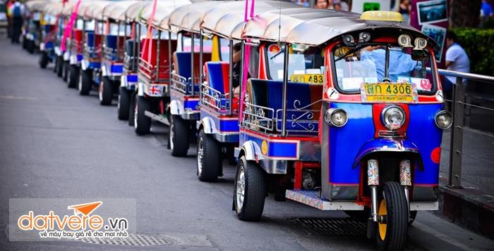 Xe Tuk Tuk là phương tiện có giá thành khá rẻ tạiThái lan
