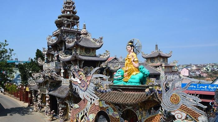 Chùa Linh Phước - Địa điểm tham quan nổi tiếng Đà Lạt