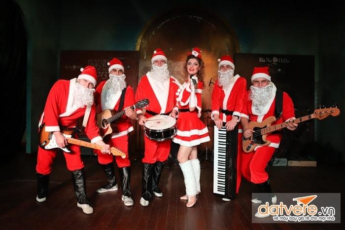 Những ông già Noel ở lễ hội mùa Đông
