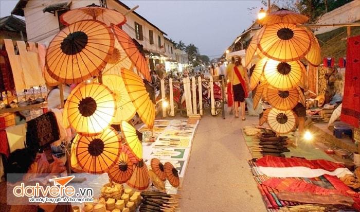 Ghé thăm các khu chợ đêm của người Lào