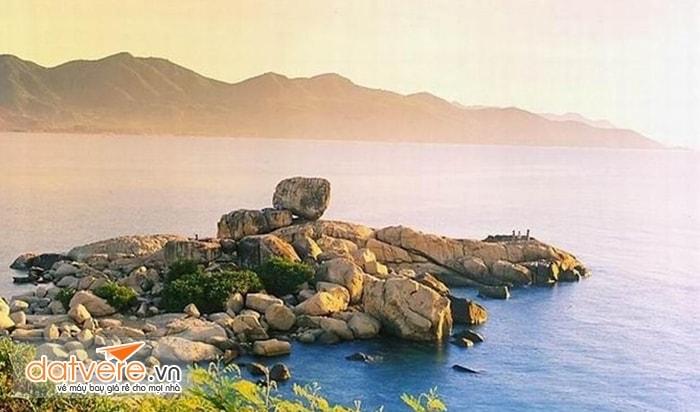 Cảnh đẹp đảo Hòn Chồng - Hòn Vợ