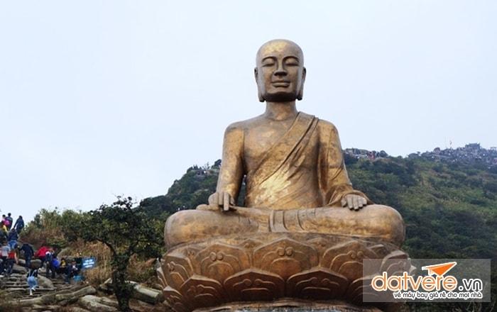 Tượng Phật Hoàng Trần Nhân Tông tại chùa Yên Tử