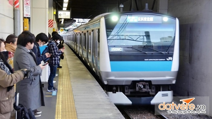 Đi tàu điện ngầm ở Nhật Bản