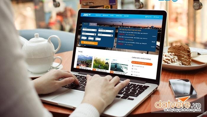 Thường xuyên cập nhật tình hình giá vé trên Web
