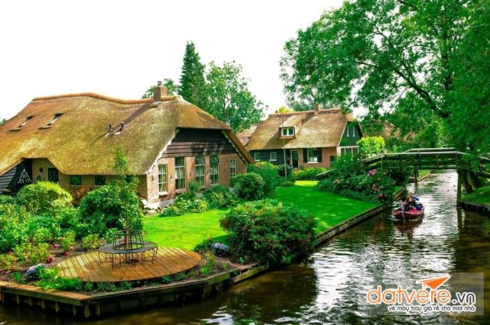 Ngôi nhà cổ ở làng Giethoorn,