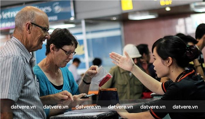 Hãy nhờ sự giúp đỡ của nhân viên tại sân bay