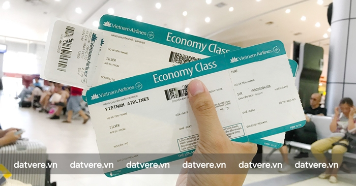 Kiểm tra lại vé máy bay và giáy tờ tùy thân