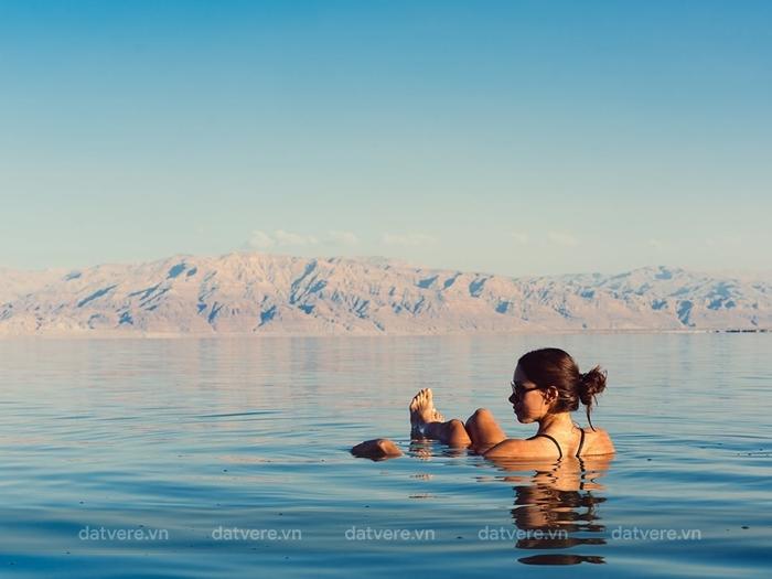 Tắm biển ở Biển Chết