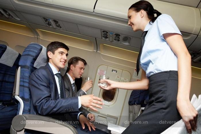 Hãy xin nước trên máy bay khi bạn cần