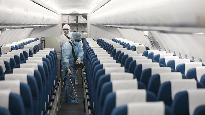 Đi máy bay trong dịch Covid-19 có an toàn hay không?