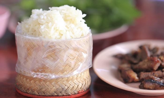 Xôi Lào món ăn hàng ngày của người dân Lào